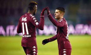Niang e Iago Falque esultano dopo un gol