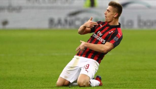 Piatek con la maglia del Milan